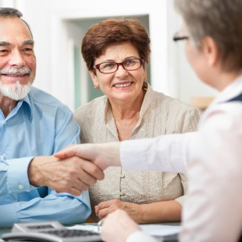 Estate Planning Attorney shakehands with his clients